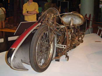 800px-Burtmunro1920indian.JPG